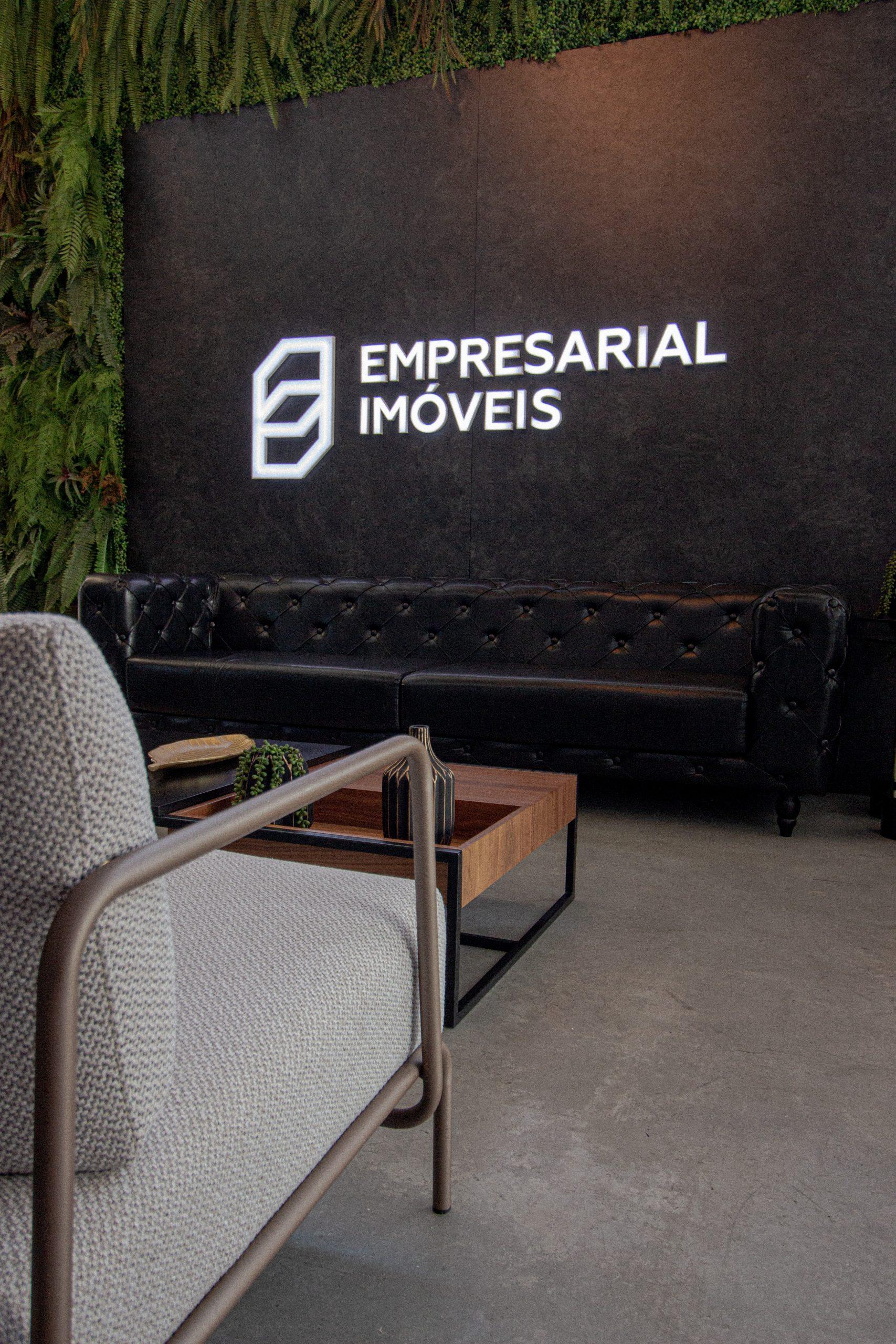 empresarial-logotipo-cadeira
